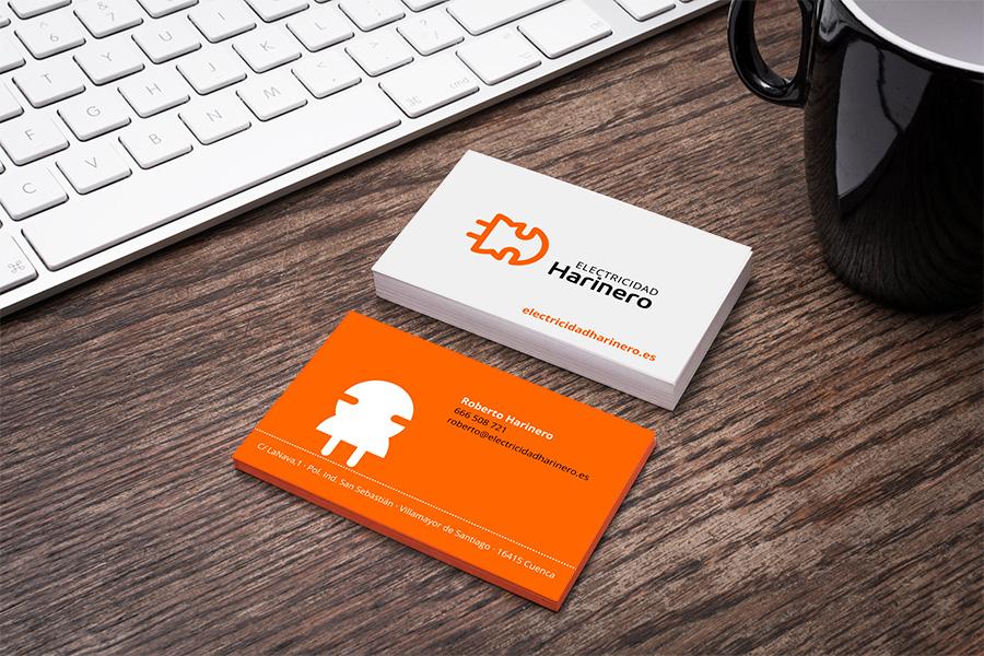 Diseño de tarjetas de visita con mascota de marca